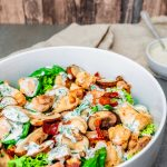Keto Salat mit Hähnchen und Bacon