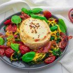 Warmer Zucchini-Salat mit Prosciutto und Ziegenkäse