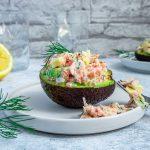 Avocado gefüllt mit Lachs